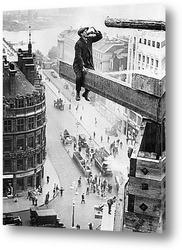Постер Рабочий пьющий чай на краю доски, Лондон 1910г.