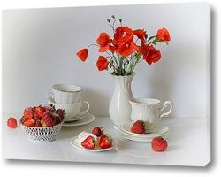 Завтрак с клубникой и маками