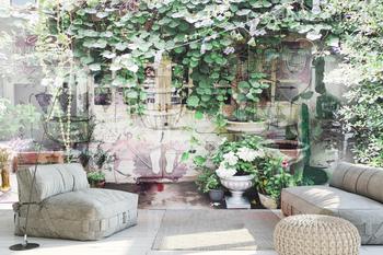 Фотообои Старинные двери в саду